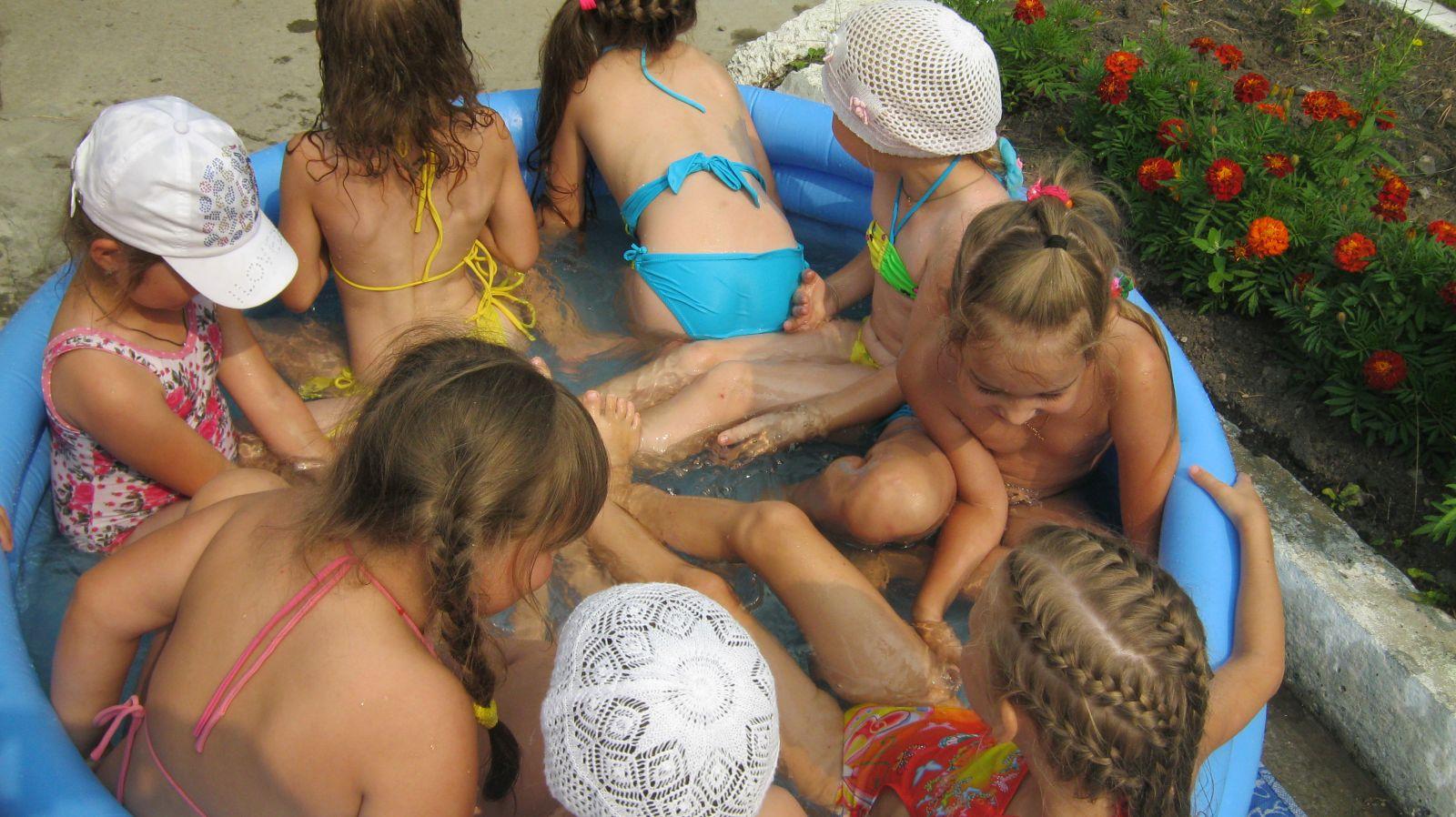 Конкурс детей нудистов. фото